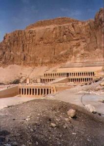 """Hatshepsuts tempel bygget av den """"mystiske"""" Senmut."""