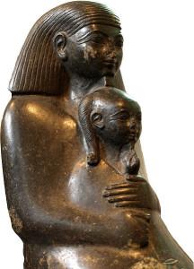 Det finnes mengder av disse statuene av Neferure med sin lille sønn. Kvinnens likhet med Hatshepsut er slående og barnet med hårluggen er en gutt.